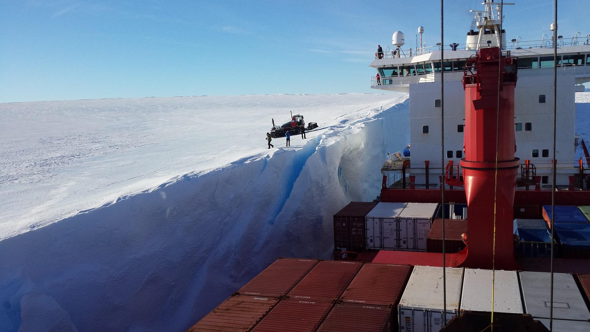 """Foto af Ole Jacobsen, """"Antarktis set fra Mary Artica"""""""